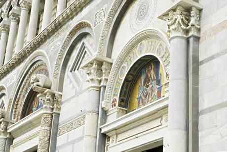 La façade de l'entrée du Camposanto cimetière monumental de Pise